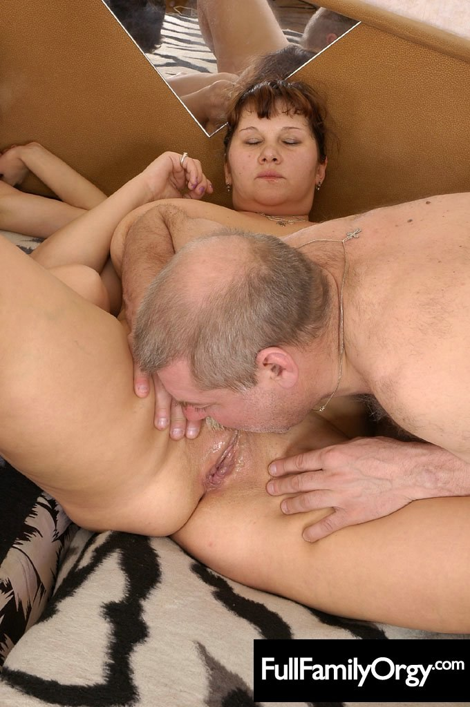 Dad gives daughter a hugh cum facial